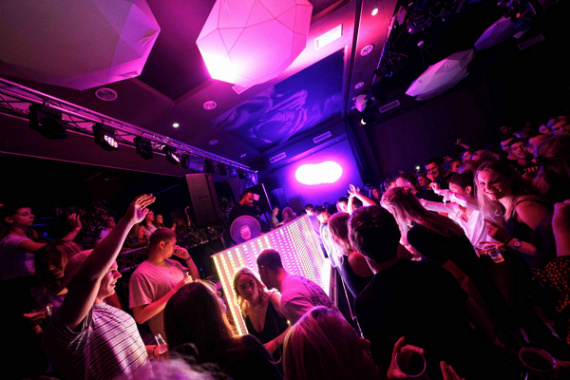 Curved DJ Booth Huren