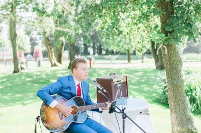 Ceremonie gitarist boeken