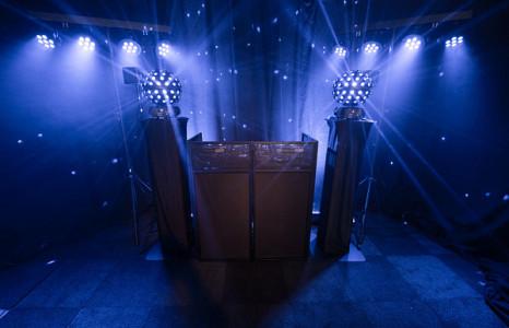 Compacte Zwarte DJ Booth Huren